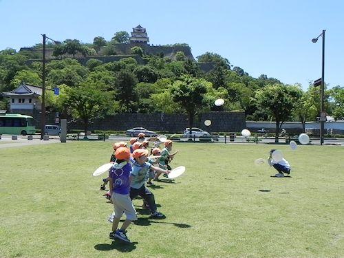 子どものびびび+丸亀城を描く