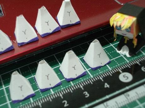 今日のシェリル様 ボディ作成風景 四角錘を量産、おへそと胸デテールその3