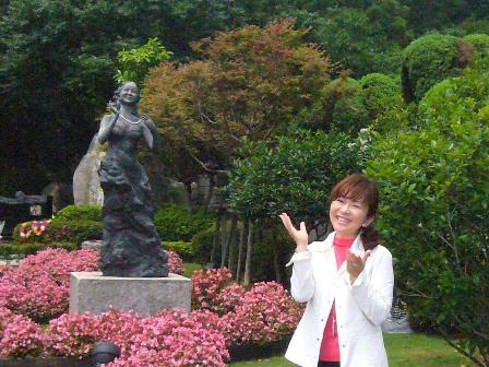 テレサ・テンお墓参り ブロンズ像