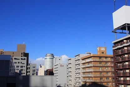 空は真っ青