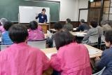 神戸市立地域人材支援センター(旧二葉小)にて。傾聴ボランティア蝶々メンバーと歓談
