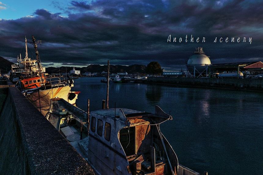 夕日の廃船