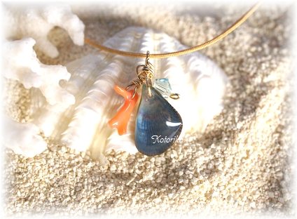 サンゴと貝のペンダント2