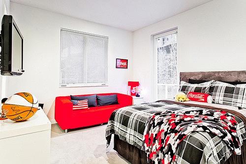 sporty-teen-bedroom-decor.jpg