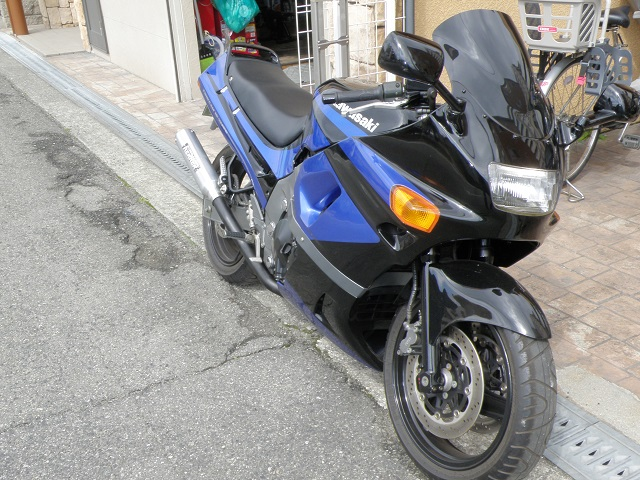ZZR400745.jpg