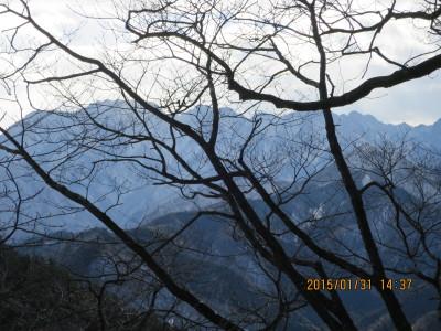 11 両神山と二子山(手前)
