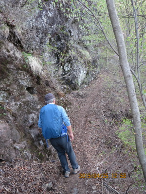 鹿岳直下の巻道