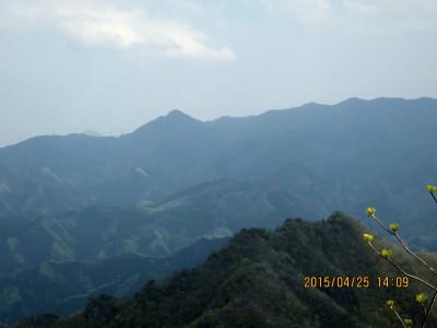 二の岳山頂より稲含山