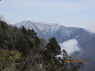 大岩から雲取山(2012.4.15撮影)