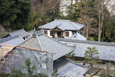 宝山寺境内と獅子閣