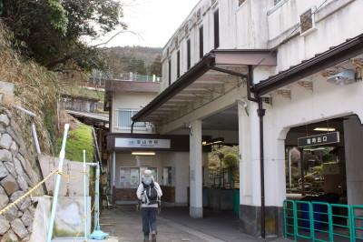 ケーブル 宝山寺駅