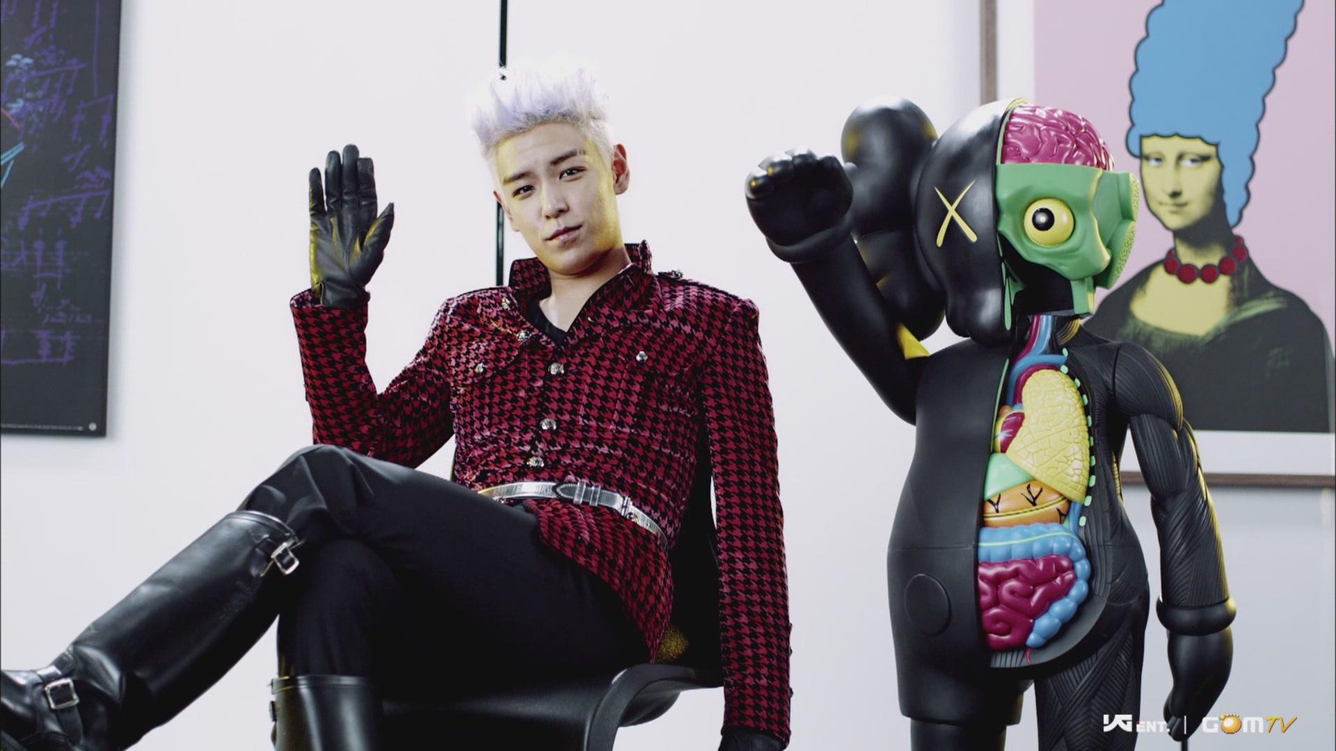 KAWS 4 FEET COMPANION TOP BIGBANG