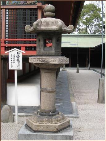 8-9-1 筥崎宮石燈篭20150615