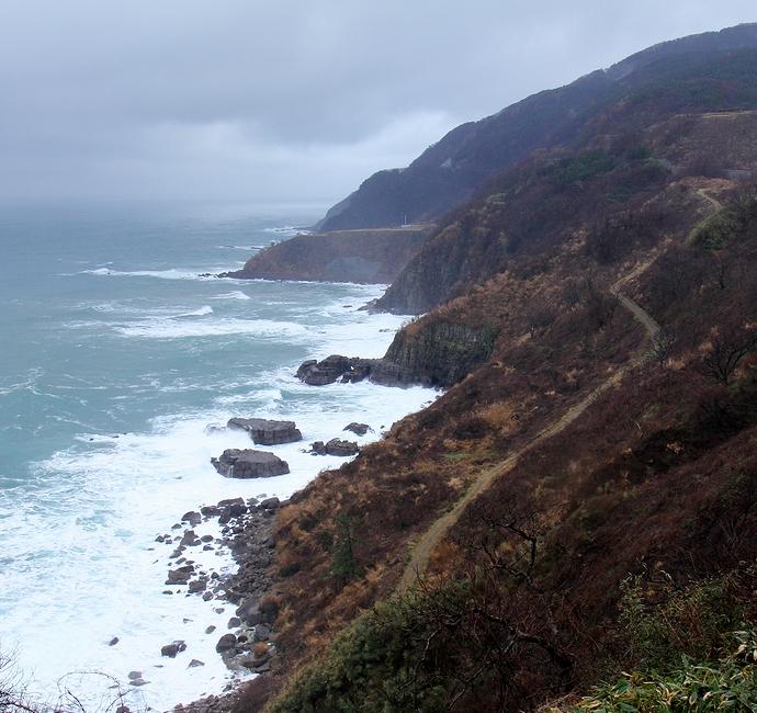 奥能登西保海岸の断崖絶壁