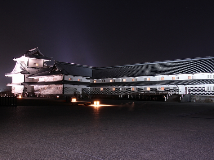 夜の菱櫓と五十間長屋(金沢城公園ライトアップ)