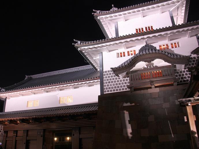 ライトアップされた金沢城橋爪門と橋爪門続櫓