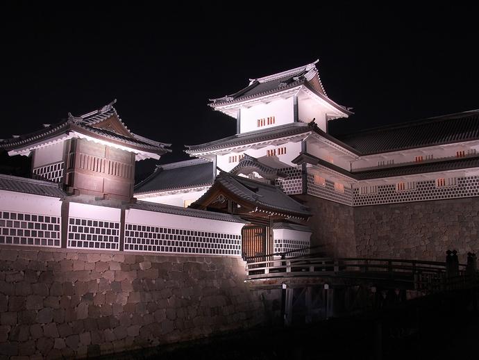 夜の橋爪門続櫓(金沢城公園ライトアップ)