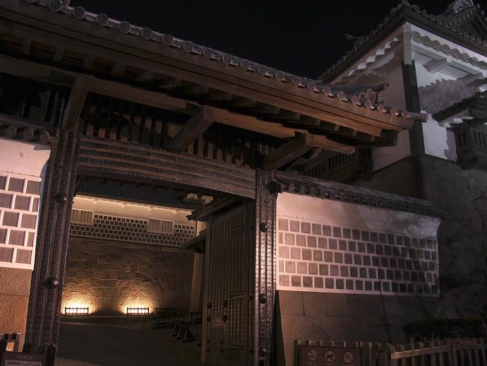 金沢城石川門一の門のライトアップ