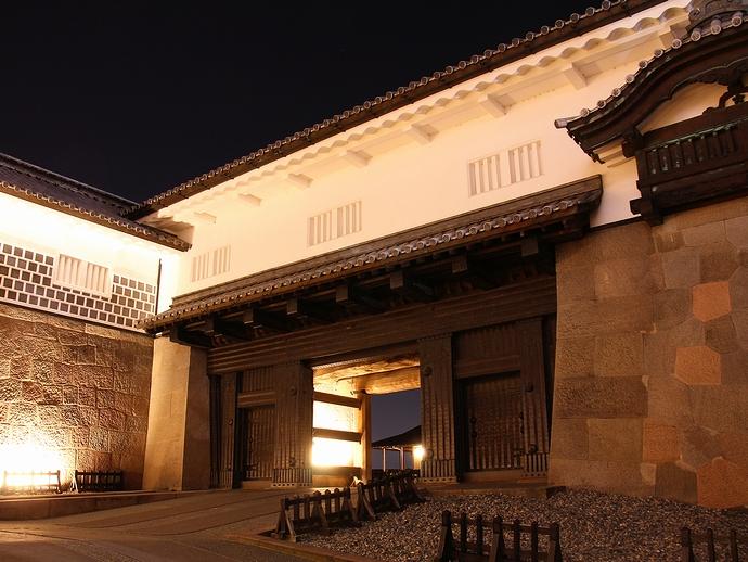 金沢城石川門二の門のライトアップ