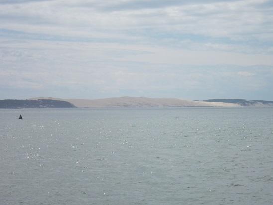 遠くに昼から行く予定の「ピラ砂丘」が見えた