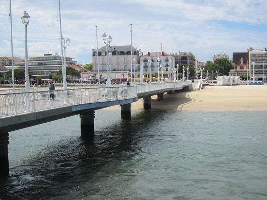 海岸から伸びた桟橋