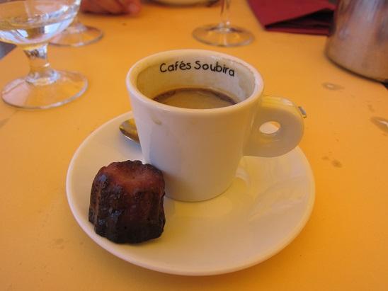 カヌレ付きコーヒー