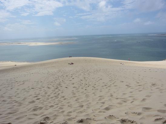 砂丘の向こうの海