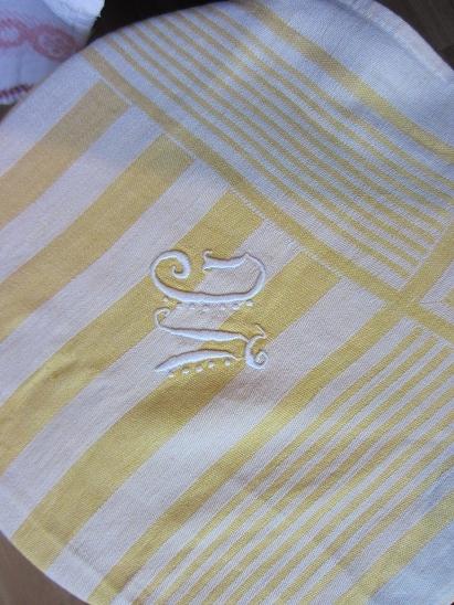 刺繍入りのナプキン