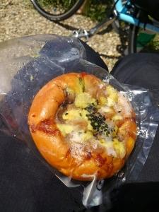 モグモグのパン1