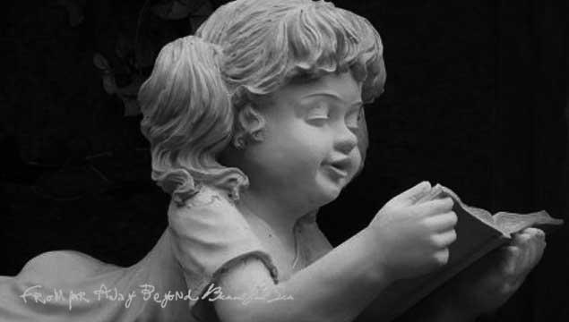 久遠ヒズリ / この名前が親のコネだと言われ続け、自分の才能に自信はなく、名前だけが自分を苦しめてきた。その時であった天使の君は、自分の事を絵本から出てきた妖精と言ってくれたね。愛の形に変化が起こっても愛の核心は変わる事無く・・・ 願うのは いつも 自分と共に 希望を どこに行っても連れて行かれても 今もこれからも、君に・・・  止め処ない愛を 永遠に怠りはしない