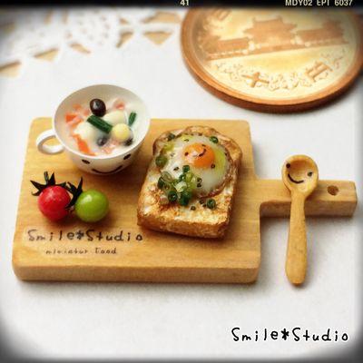 目玉焼きバター醤油のっけパンと豆のスープセット