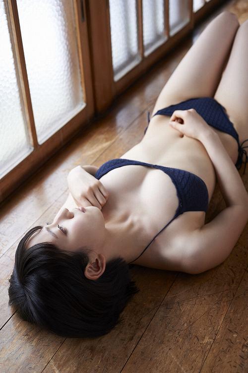 吉岡里帆グラビアおっぱい画像b30