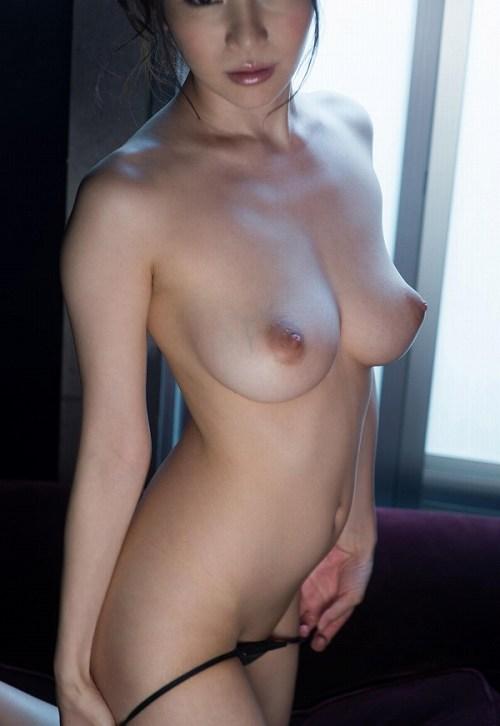 葵Hカップ美巨乳おっぱい画像b70