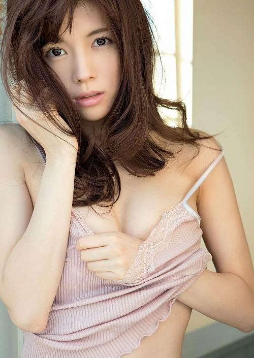 松川佑依子巨乳グラビアおっぱい画像b50