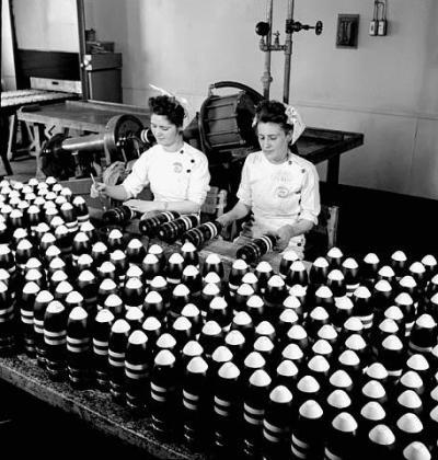Travail-des-femmes-en-usine-pendant-la-premie_convert_20150222075629.jpg