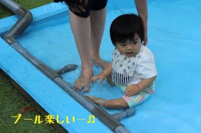 ごはんちゃん初プール