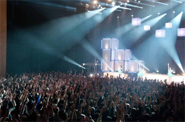 news_header_Perfume_NY_audience.jpg