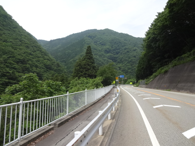 車の来ない道1