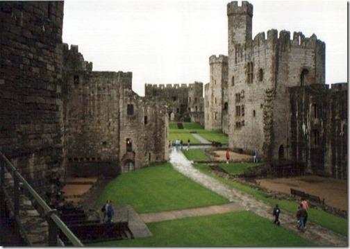 16【世界の快道でイク!西欧ウェールズ(Wales)編】『天空の城』から舞い降りたエロ美しき王女達Caernarfon_castle