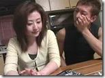 【夫婦生活妻の秘めごとエロ動画】取材で訪れた団地妻売春倶楽部の元締めがいい女だったので・・02