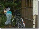 【夫婦生活妻の秘めごとエロ動画】夫が野球観戦している隙に、妻は不倫相手と野外で青姦。『青姦サイコー♪』05