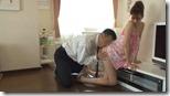 【夫婦生活妻の秘めごとエロ動画】あられもない姿で夫の上司を迎えてエッチに持ち込む淫乱妻05