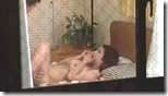 【夫婦生活妻の秘めごとエロ動画】夫婦生活を断わられた腹いせに、窓越しに覗いてた男に股を開いてオナニーで誘う人妻03