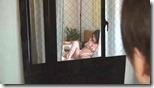 【夫婦生活妻の秘めごとエロ動画】夫婦生活を断わられた腹いせに、窓越しに覗いてた男に股を開いてオナニーで誘う人妻04