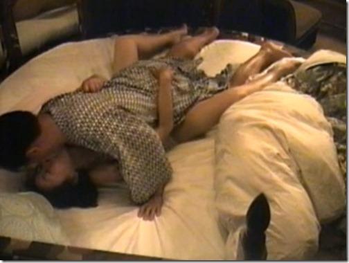 【夫婦生活夫婦の秘めごとエロ動画】ラブホ盗撮。円形ベッドでのたうつ人妻
