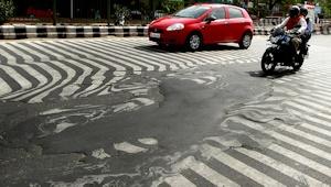 道路が溶ける