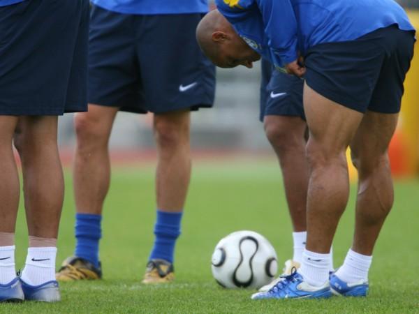perna-do-jogador-de-futebol-roberto-carlos.jpg