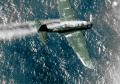 米PB4Yの爆撃を受け、煙を吐きながら墜ちてゆく日本の急降下爆撃機。米側パイロットWilliam Janeshek少佐の話によると、機上射手は脱出しようとしていたのだけど突然座して不動のまま海面に墜落・爆発したそうです(1944年7月2日、カロリン諸島)。
