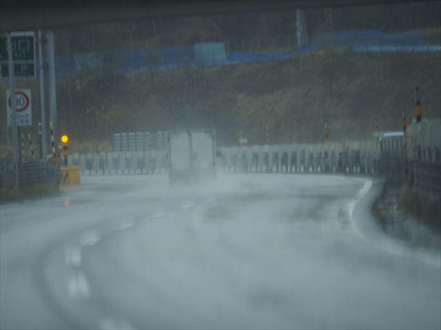 雨の日の高速道路(小樽~札幌)
