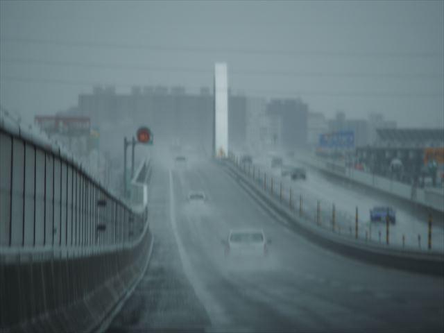 雨天時における札幌の高速道路その1